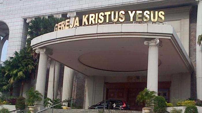 Gereja Kristus Yesus Berdampingan dengan Masjid Awwabin