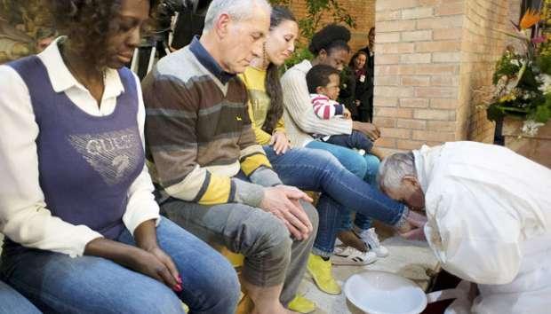 Paskah, Paus Fransiskus Mencuci Kaki Para Tahanan