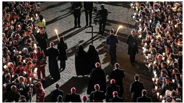 Ribuan orang bergabung menyelusuri Jalan Penyaliban memperingati penyaliban Yesus